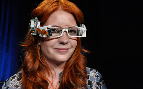 Isabelle-Olsson-wearing-Google-Glass-2