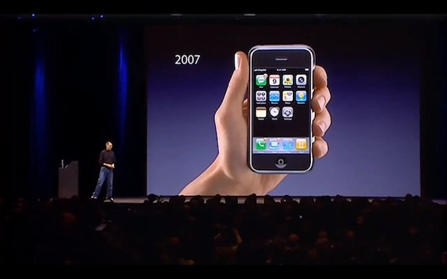steve-jobs-iphone-keynote-2007