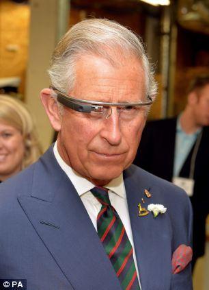 El Príncipe Carlos prueba Google Glass