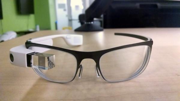 Se filtran nuevas fotos de Google Glass para miopes