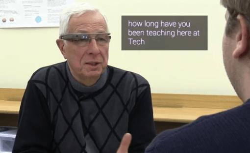 Cómo Google Glass puede ayudar a personas con debilidad auditiva