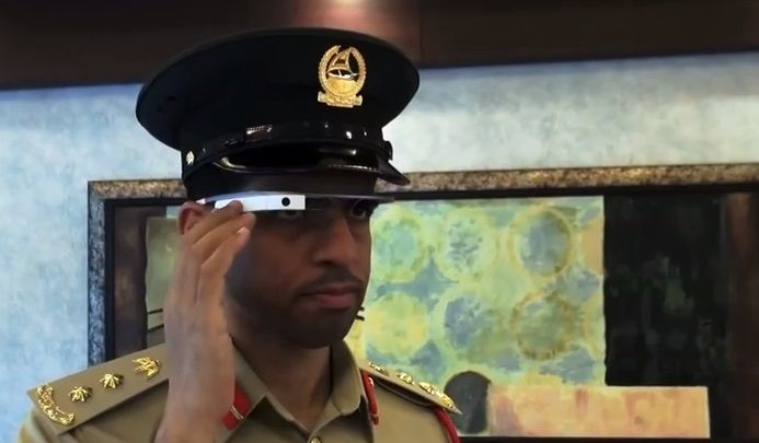 La policía de Dubai patrulla con Google Glass y Lamborghinis